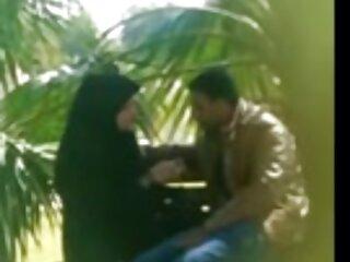 A夫shaking彼のhandjobと兼ブルー映画ヒンディー語desi妻とともに彼女の友人