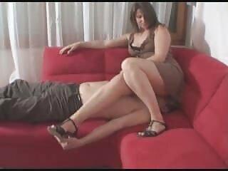 と座った女の子はヒンディー語bpシビデオの白いストッキング