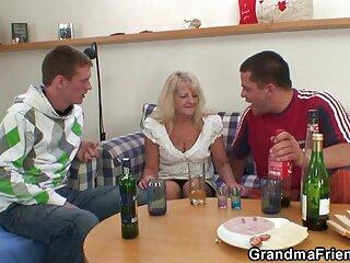 軍の女性granmaはゲイDehatiセクシーヒンディー語ビデオを教え
